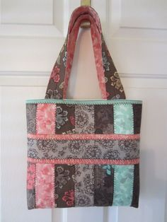 jelly roll tote bag | Beautiful bag by Patricia Weathers using my Jelly Roll Tote tutorial ...