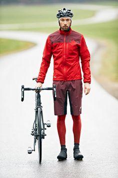 Chaqueta y pantalón goretex para bicicleta y esquí de fondo  Un buen regalo para un deportista que le gusta salir sin tener en cuenta las inclemencias del tiempo  Chaqueta Goretex Maloja BrailM  Pantalón corto Goretex Maloja LanguardM