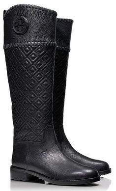 Quilted riding boots by Tory Burch http://rstyle.me/n/b2fzn2bn