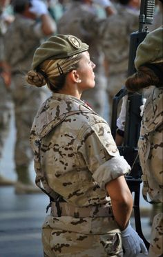 Military Women, Military History, Female Soldier, Female Marines, Female Warriors, Tough Girl, Military Girl, Military Personnel, Girls Uniforms