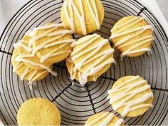 Make your own lemon shortbread at home with this lovely homemade recipe from Breville. Cookbook Recipes, Baking Recipes, Cookie Recipes, Snack Recipes, Snacks, Cookie Icing, Biscuit Cookies, Biscuit Recipe, Savory Scones