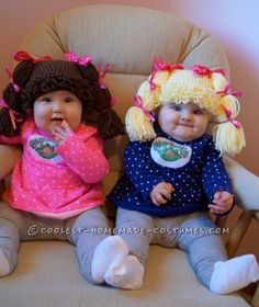 Homemade Costumes You Can Make! Easy and Comfy Costume for Babies: Cabbage Patch Twins. Coolest Halloween…Easy and Comfy Costume for Babies: Cabbage Patch Twins. Halloween Bebes, Halloween Costume Contest, Halloween Costumes For Kids, Costume Ideas, Couple Halloween, Clever Costumes, Halloween Coffin, Halloween Photos, Newborn Halloween