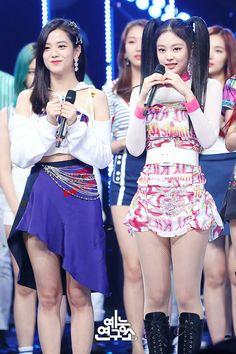 Your source of news on YG's biggest girl group, BLACKPINK! Kim Jennie, Jenny Kim, South Korean Girls, Korean Girl Groups, K Pop, Black Pink Kpop, Blackpink Photos, Group Photos, Blackpink Fashion