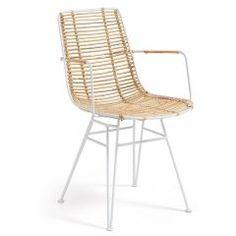 Stijlvolle eetkamerstoel van LaForma, gemaakt van rotan gecombineerd met een metaal gespoten frame. In 2 verschillende kleuren verkrijgbaar. Dit product is ook bekend onder de naam 'Tishana stoel rotan wit - LaForma'.