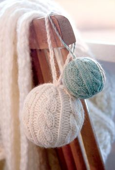 DIY knitted wool Christmas ornaments that magically decorate your home . DIY knitted woolen Christmas ornaments that magically decorate your home - knitting is as easy as 3 knitting resul. Knitted Christmas Decorations, Christmas Baubles, Christmas Crafts, Christmas Christmas, Christmas Stocking, Knitting Projects, Knitting Patterns, Globe Ornament, Ball Ornaments