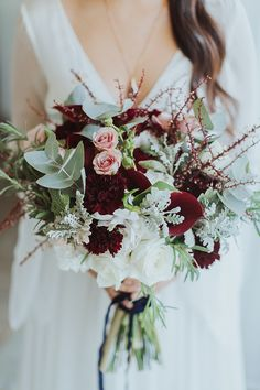57 Ideas Flowers Roses Bouquet Mariage For 2019 Diy Wedding Bouquet, White Wedding Bouquets, Burgundy Wedding, Bride Bouquets, Floral Wedding, Wedding Flowers, Trendy Wedding, Marsala Wedding, Wedding Greenery