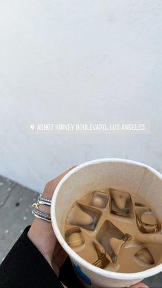 Aesthetic Coffee, Aesthetic Food, Aesthetic Movies, Beige Aesthetic, Aesthetic Bedroom, But First Coffee, I Love Coffee, Iced Coffee, Coffee Drinks