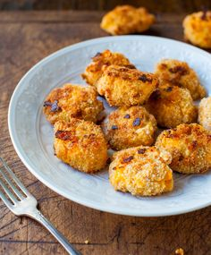 Macaroni and Cheese Baked Cheese Balls make for a great healthy appetizer recipe or snack because the bite-sized portions help you keep your eating in check!