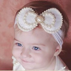 Como fazer tiara de meia para bebê Ribbon Art, Baby Boutique, Bead Crochet, Fabric Flowers, Hair Bows, Royalty, Sequins, Creative, Wedding