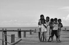 Coastal Children of Tolala (ii) [Southeast Sulawesi, Indonesia Rep.] by: Nikon D3000, 10.2 mp