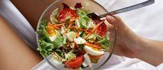 Wer sich low carb ernährt, isst hauptsächlich Lebensmittel ohne Kohlenhydrate. Doch welche sind das?