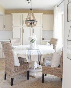 Cozy and neutral dining room inspiration! Cozy and neutral dining room inspiration! Dining Room Design, Dining Room Chairs, Dining Room Furniture, Plywood Furniture, Modern Furniture, Furniture Design, Cottage Dining Rooms, Beautiful Dining Rooms, Neutral Dining Rooms