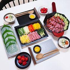 Healthy Junk Food, Food Platters, Aesthetic Food, Perfect Food, Korean Food, Food Menu, Food Presentation, My Favorite Food, Food Pictures