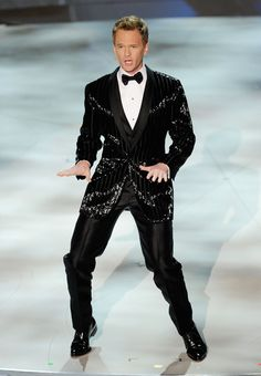 Neil Patrick Harris Photos - Actor Neil Patrick Harris performs onstage during the Annual Academy Awards held at Kodak Theatre on March 2010 in Hollywood, California. - Annual Academy Awards - Show David Burtka, David Boreanaz, In Hollywood, Hollywood California, Neil Patrick Harris, Himym, Kaley Cuoco, Alyson Hannigan