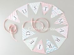 Just married ガーランド Wedding Paper, Diy Wedding, Wedding Welcome Board, Photo Drop, Wedding Notes, Photo Booth Props, Wedding Images, Just Married, Holidays And Events