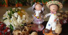 A Jaqueline, de Campinas, nos enviou um email com um pedido especial. Ela vai casar em julho de 2015 e pensou em fazer uma festa temática caipira. Por isso, ela nos pediu ideias para seu casamento, que acontecerá no interior de Minas Gerais, no sítio de...