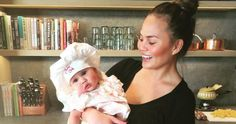 Chrissy Teigen Knows How To Hold Her Own Baby With regards to parenthood Chrissy Teigen keeps it genuine. Whether she's discussing the delights of utilizing a baby blues squirt jug or how breastfeeding can now and then make you have an inclination that y Celebrity Bodies, Celebrity News, Celebrity Gossip, Chrissy Tegan, Post Baby Body, Six Month, Postpartum Body, Best Blenders, Better Half