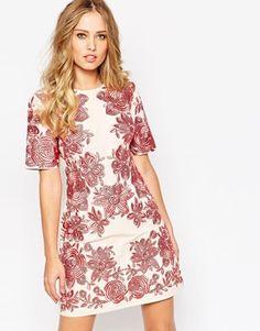 Vestido recto con bordados florales de ASOS