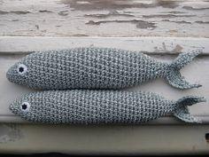 handmade sardines (crochet) https://www.facebook.com/Biscoitos.handmade/photos/pb.1648132372140699.-2207520000.1459369985./1712207795733156/?type=3&theater