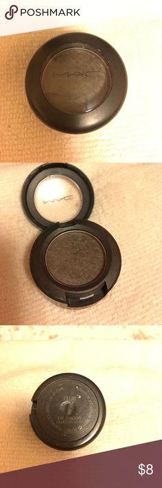 MAC CLUB Satin eyeshadow MAC Club (Satin) Eyeshadow. Red-brown with green pearl. MAC Cosmetics Makeup Eyeshadow