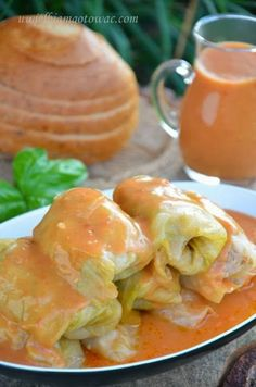 Golabki or Halupki - Stuffed cabbage in tomato sauce Gourmet Recipes, Diet Recipes, Cooking Recipes, Healthy Recipes, Polish Recipes, Polish Food, Feta, International Recipes, Gastronomia