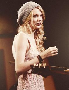 Cutie!! Who's my fellow directioners who love taylor as well??