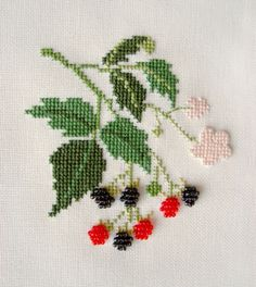 This Pin was discovered by Ser Cross Stitch Fruit, Cross Stitch Heart, Cross Stitch Borders, Cross Stitch Flowers, Cross Stitching, Cross Stitch Embroidery, Floral Embroidery Patterns, Hand Work Embroidery, Funny Cross Stitch Patterns