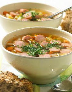 Denne suppen er like god som enkel sommermiddag som på kalde vinterkvelder! Soup Recipes, Dinner Recipes, Healthy Recipes, Healthy Dinners, Tahini Dressing, Shawarma, Pot Pie, Cheeseburger Chowder, Healthy Living