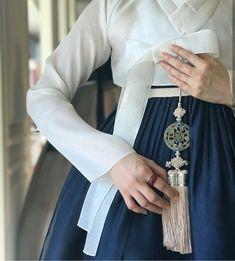 34 Top Ideas for korean fashion trends traditional clothes Korean Traditional Clothes, Traditional Fashion, Traditional Outfits, Korean Fashion Trends, Korean Street Fashion, Asian Fashion, Korea Fashion, Kpop Fashion, Fashion Women