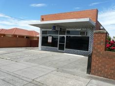 Shop For Lease - 23 Riviera Road , Avondale Heights, Melbourne, 3034 $20,800 pa + Outgoings Includes a rear residential dwelling Contact www.cpncg.com.au for more information