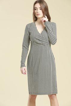 zeitloses Jerseykleid in Wickeloptik aus organischer Baumwolle #LANIUS #fairfashion #vegan