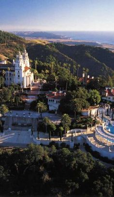 At first glance it would be easy to mistake the Hearst Castle for Hogwarts. Fortunately, this real life castle is located in California, and...