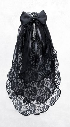 beautiful lace veil with pearls and bow <3