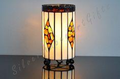 Rust - decoratief glas lantaarn gemaakt met Tiffany techniek. De lamp is gedecoreerd met natuurlijke Baltische barnsteen.
