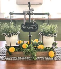 Marchetaria: what is it, types and photos of inspiring environments - Home Fashion Trend Lemon Kitchen Decor, Farmhouse Kitchen Decor, Modern Farmhouse, Yellow Kitchen Decor, Decoration Table, Tray Decor, Table Centerpieces For Home, Cheap Home Decor, Diy Home Decor