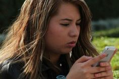 El uso de tabletas y teléfonos inteligentes en México provocó que este año el número de usuarios del servicios de banda ancha móvil se disparara hasta 32.6 millones, lo que representa un incremento anual de 43 por ciento, informó The Competitive Intelligence Unit (CIU), una consultoría especializada en telecomunicaciones. Tal cantidad de usuarios equivale […]