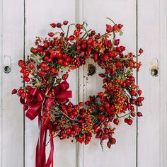 Věnec sezónní Šípkový » Simply Flowers Front Door Decor, Wreaths For Front Door, Door Wreaths, Christmas Wreaths, Merry Christmas, Wreaths And Garlands, Red Berries, Floral Arrangements, Fall Decor