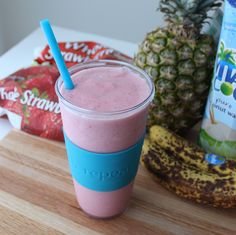 Recovery Smoothie from Living Well Kitchen Source by Healthy Egg Breakfast, High Protein Breakfast, Smoothie Recipes, Smoothies, Post Workout Smoothie, Recipe Of The Day, Get Healthy, Low Carb Recipes, Glass Of Milk