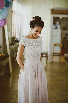 such a gorgeous gown sewn by the bride's mother – Wedding Gown Modest Wedding Dresses, Boho Wedding Dress, Bridal Dresses, Flower Girl Dresses, Elegant Bride, Casual Wedding, Wedding Simple, Dream Dress, Beautiful Dresses
