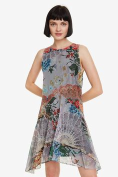 Women's sleeveless mini dress with floral print and a pattern of lace fans. New Desigual Woman collection. Cocktail Outfit, Mini Vestidos, Floral Prints, Summer Dresses, Swimwear, How To Wear, Outfits, Collection, Women