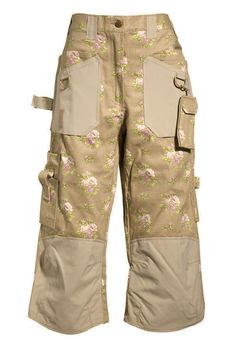 These are not your father's gardening pants! Gardening Capris are created by women to fit the female body. They are reinforced in all of the right places without being too stiff or heavy. $89.99 from @GardenGirlUSA