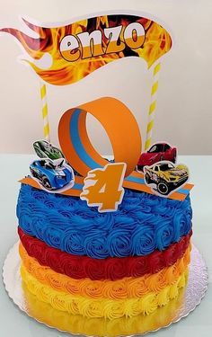 bolo hot wheels chantininho #bolohotwheels #hotwheels #bolodecarro Bolo Hot Wheels, Hot Wheels Cake, Hot Wheels Party, Soccer Birthday, Race Car Birthday, Race Car Party, Hotwheels Birthday Cake, Torta Blaze, Bolo Blaze