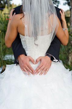 Wedding Picture Ideas - Must Have Wedding Photos Wedding Planning Ideas Etiquette Bridal Guide Magazine Wedding Picture Poses, Wedding Photography Poses, Wedding Poses, Wedding Dresses, Photographer Wedding, Photography Ideas, Photography Accessories, Photography Backdrops, Autumn Photography