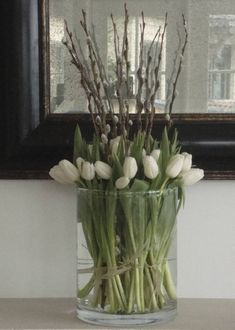 tulipaner - white tulips and pussy willow branches Ikebana, Fresh Flowers, Spring Flowers, Beautiful Flowers, Deco Floral, Arte Floral, Willow Branches, White Tulips, Flower Decorations