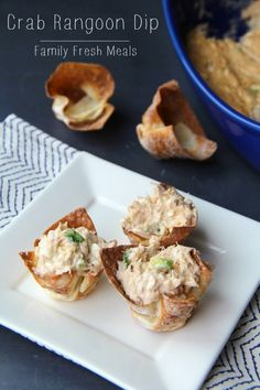 Crab Rangoon Dip with Wonton Chips No Chinese take-out order would be complete without creamy, crunchy crab rangoons. Now you can make your own Crab Rangoon Dip with Wonton Chips! Best Appetizers, Appetizer Dips, Appetizer Recipes, Dip Recipes, Snack Recipes, Cooking Recipes, Tasty Snacks, Easy Recipes, Crab Rangoon Dip