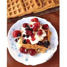 My Casual Brunch: Waffles de banana e aveia com topping de iogurte g...