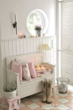 Whitewashed shabby chic bench.