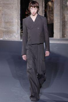 Rick Owens Fall 2016 Menswear Fashion Show Runway Fashion, Fashion Show, Mens Fashion, Fashion Styles, Rick Owens, Vogue Paris, Charlotte Cardin, Dark Fashion, Autumn Fashion