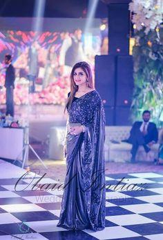 So beautiful saree Desi Wedding Dresses, Asian Wedding Dress, Pakistani Bridal Dresses, Indian Dresses, Trendy Sarees, Stylish Sarees, Fancy Sarees, Beautiful Saree, Beautiful Dresses