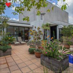 Inclua vasos de plantas na área externa para melhorar a decoração 😃 O verde confere naturalidade e aconchego a qualquer lugar.